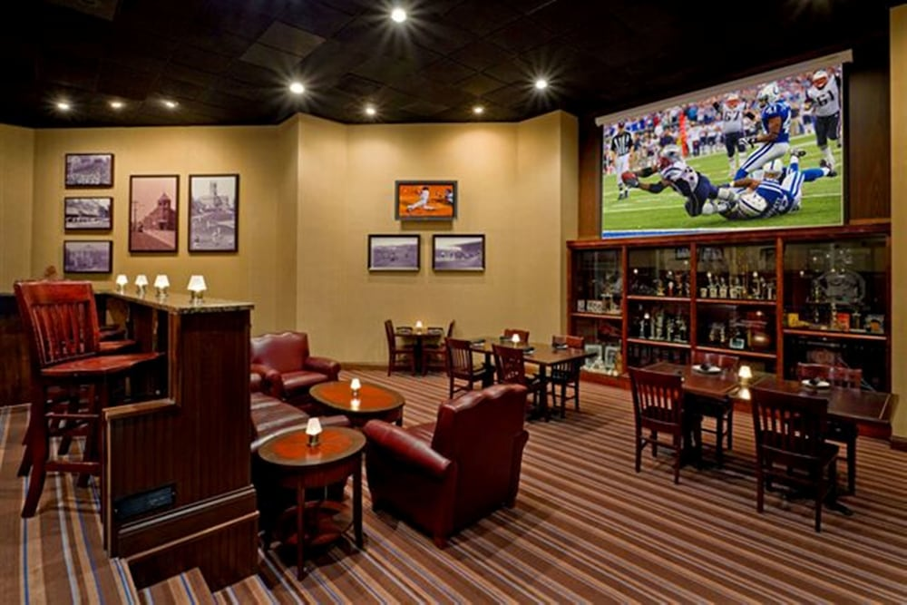 Lounge, DoubleTree by Hilton Boston - Milford