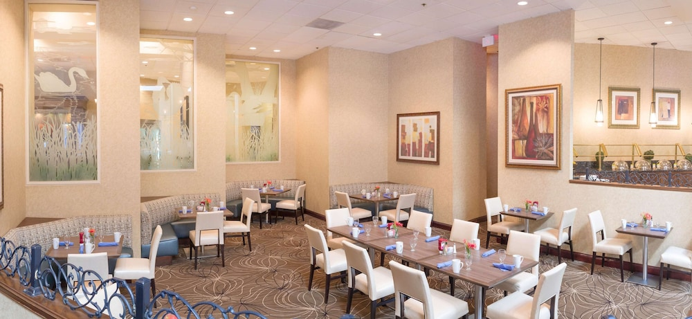 Restaurant, DoubleTree by Hilton Boston - Milford