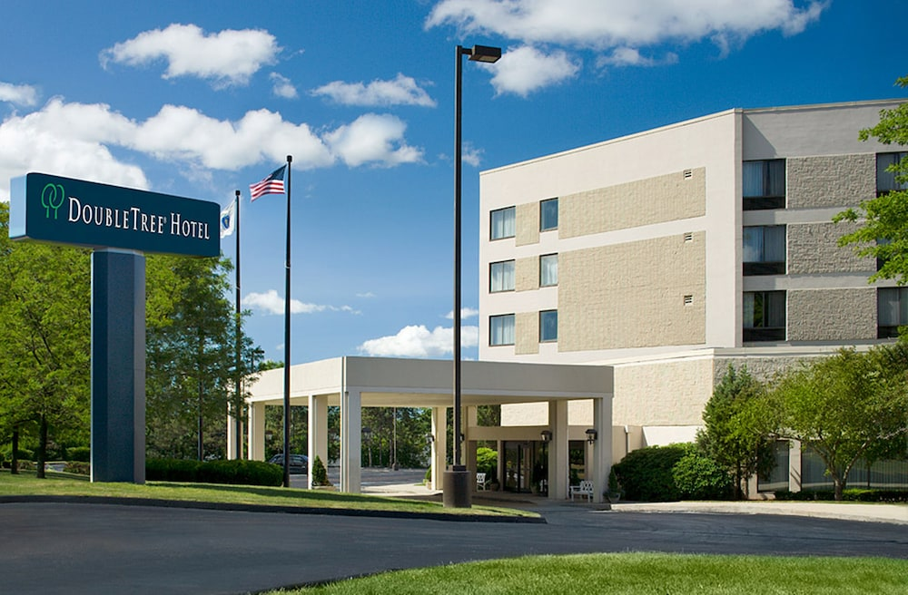 Front of Property, DoubleTree by Hilton Boston - Milford