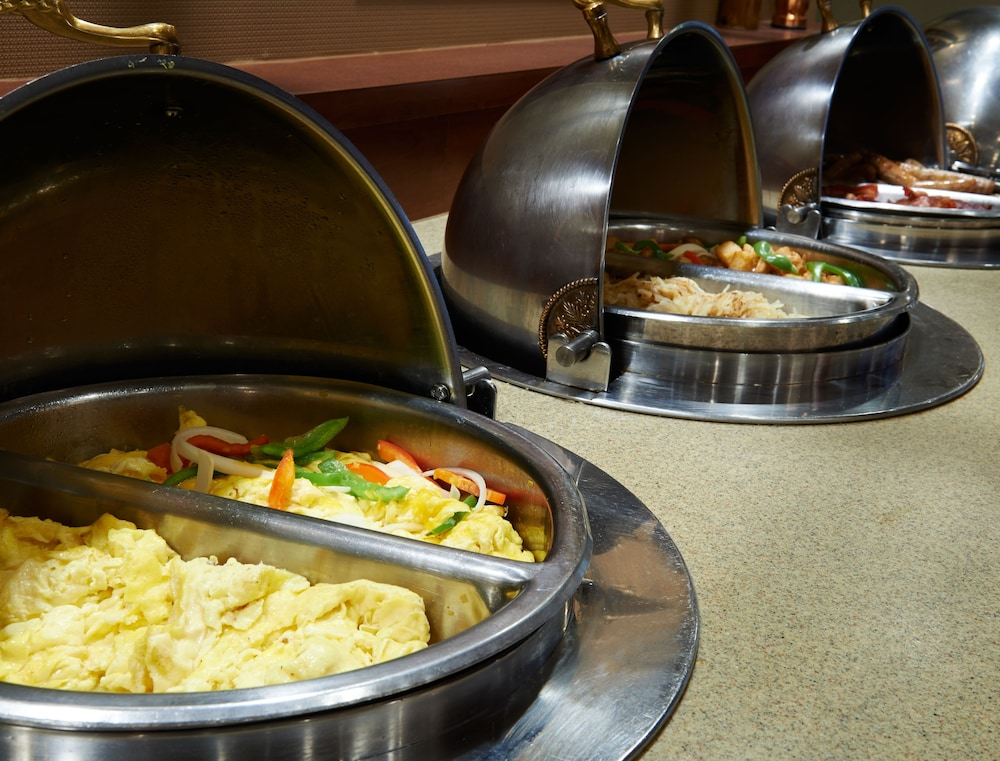 Breakfast buffet, DoubleTree by Hilton Detroit - Dearborn