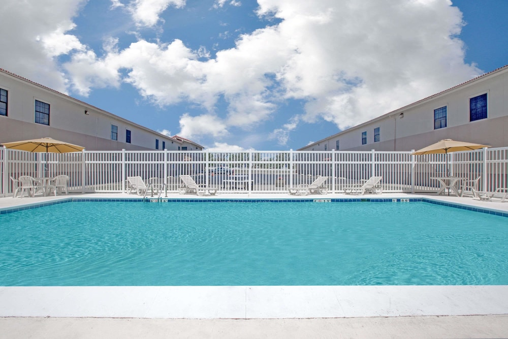 Pool, Days Inn by Wyndham Casper