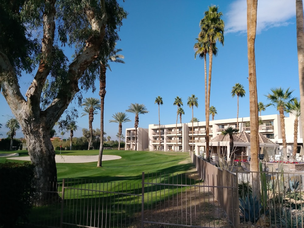 Property Grounds, Indian Wells Resort Hotel