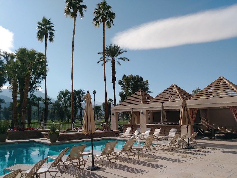 Outdoor Pool, Indian Wells Resort Hotel