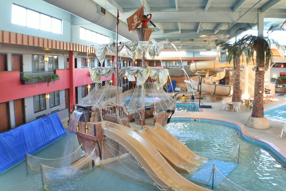 Waterslide, Ramada by Wyndham Sioux Falls Airport-Waterpark & Event Ctr