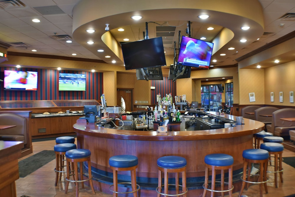 Restaurant, Ramada by Wyndham Sioux Falls Airport-Waterpark & Event Ctr