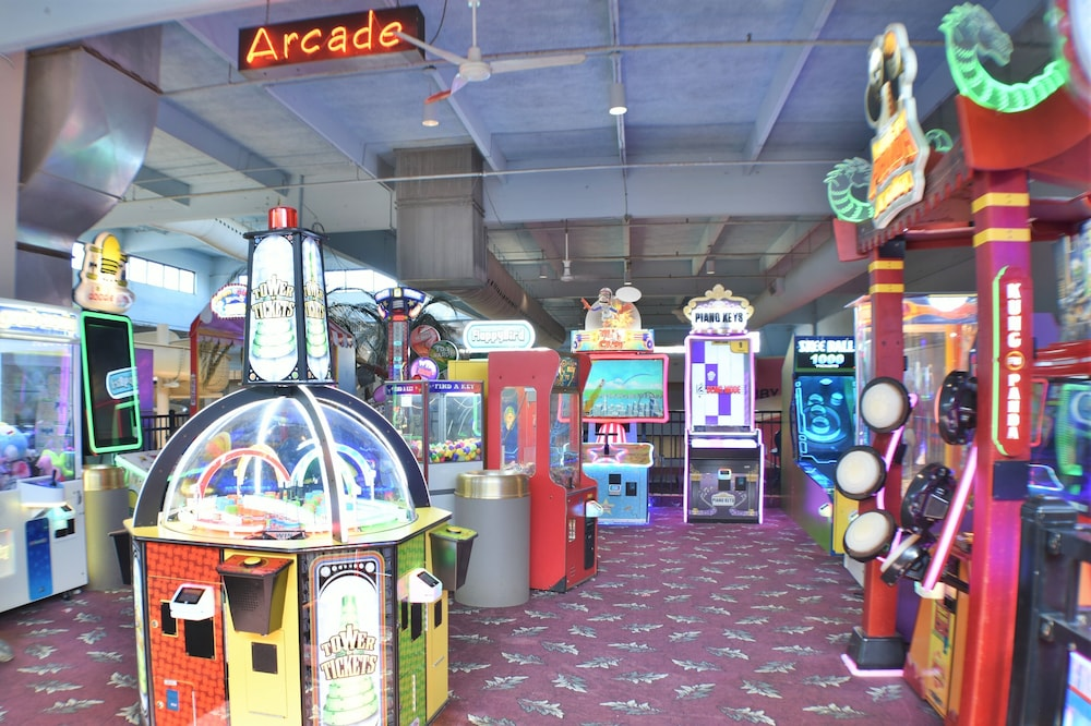 Arcade, Ramada by Wyndham Sioux Falls Airport-Waterpark & Event Ctr