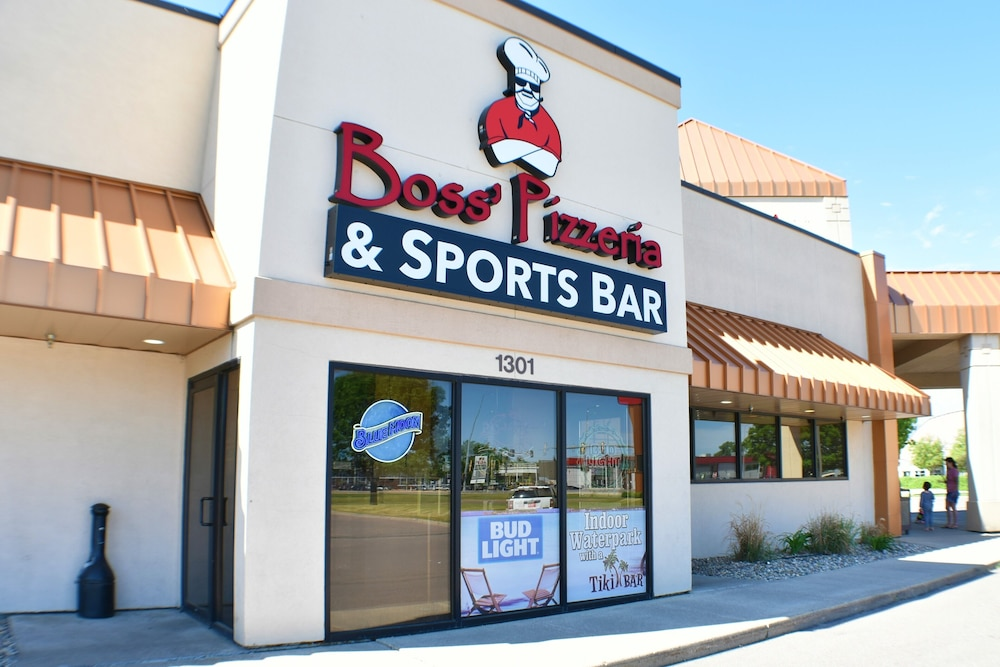 Sports Bar, Ramada by Wyndham Sioux Falls Airport-Waterpark & Event Ctr