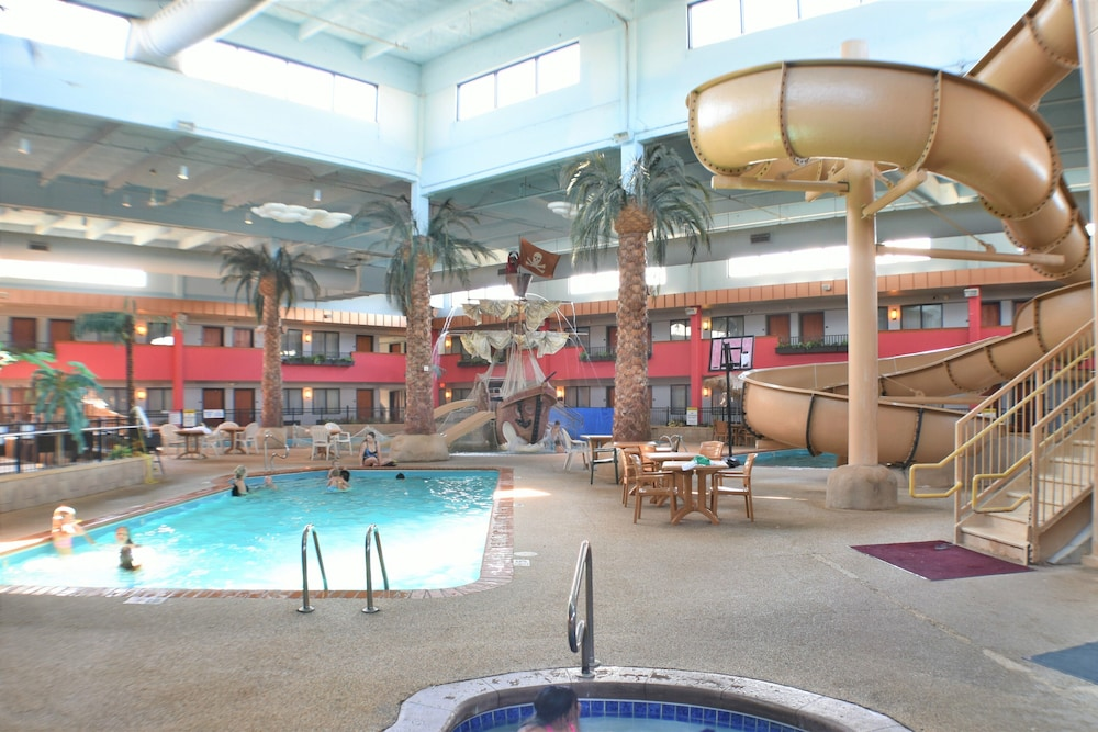 Indoor Pool, Ramada by Wyndham Sioux Falls Airport-Waterpark & Event Ctr