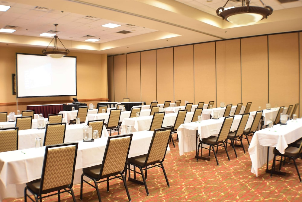 Meeting Facility, Ramada by Wyndham Sioux Falls Airport-Waterpark & Event Ctr