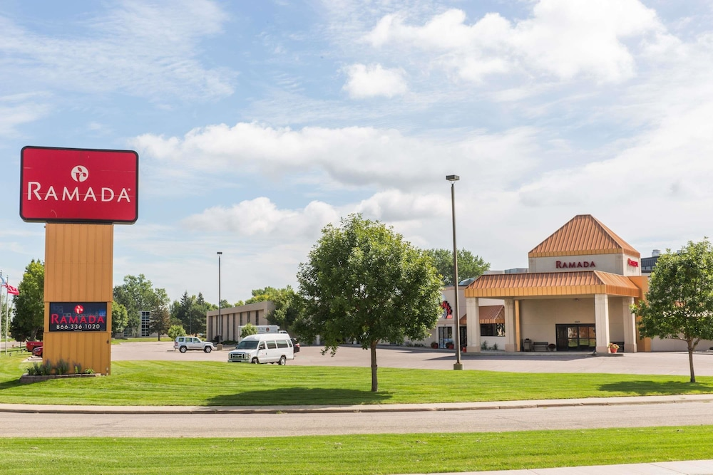 Exterior, Ramada by Wyndham Sioux Falls Airport-Waterpark & Event Ctr