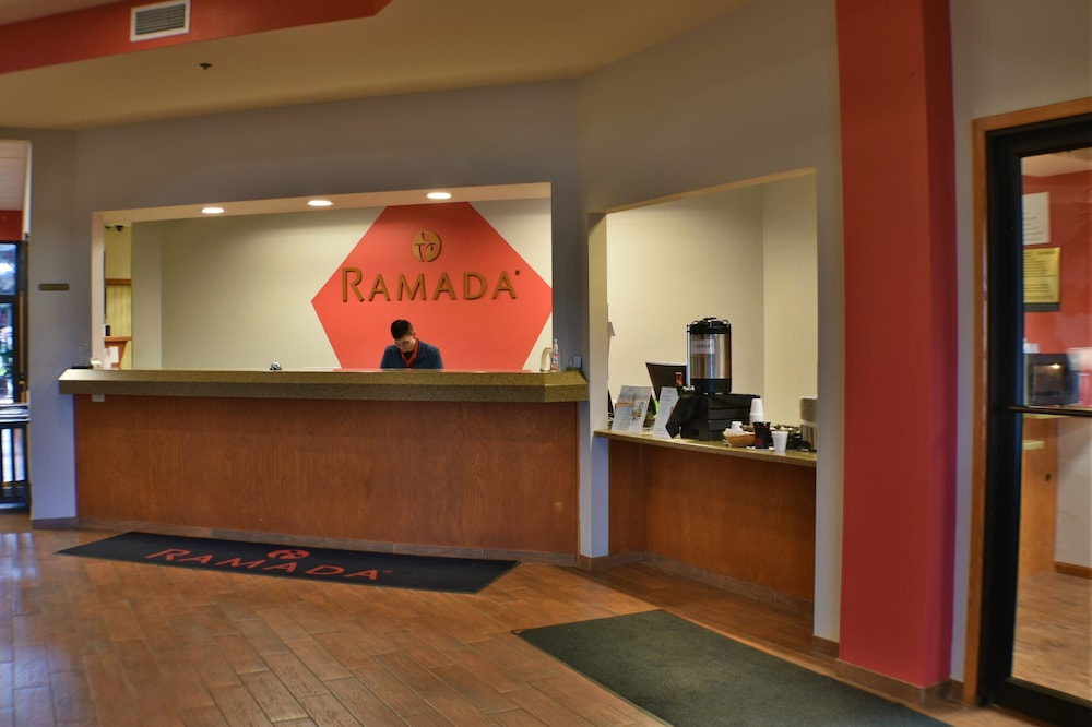 Lobby, Ramada by Wyndham Sioux Falls Airport-Waterpark & Event Ctr