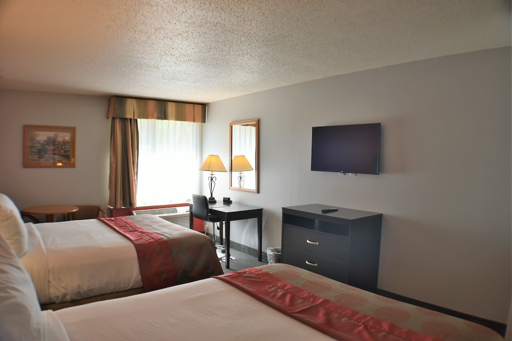 Room, Ramada by Wyndham Sioux Falls Airport-Waterpark & Event Ctr