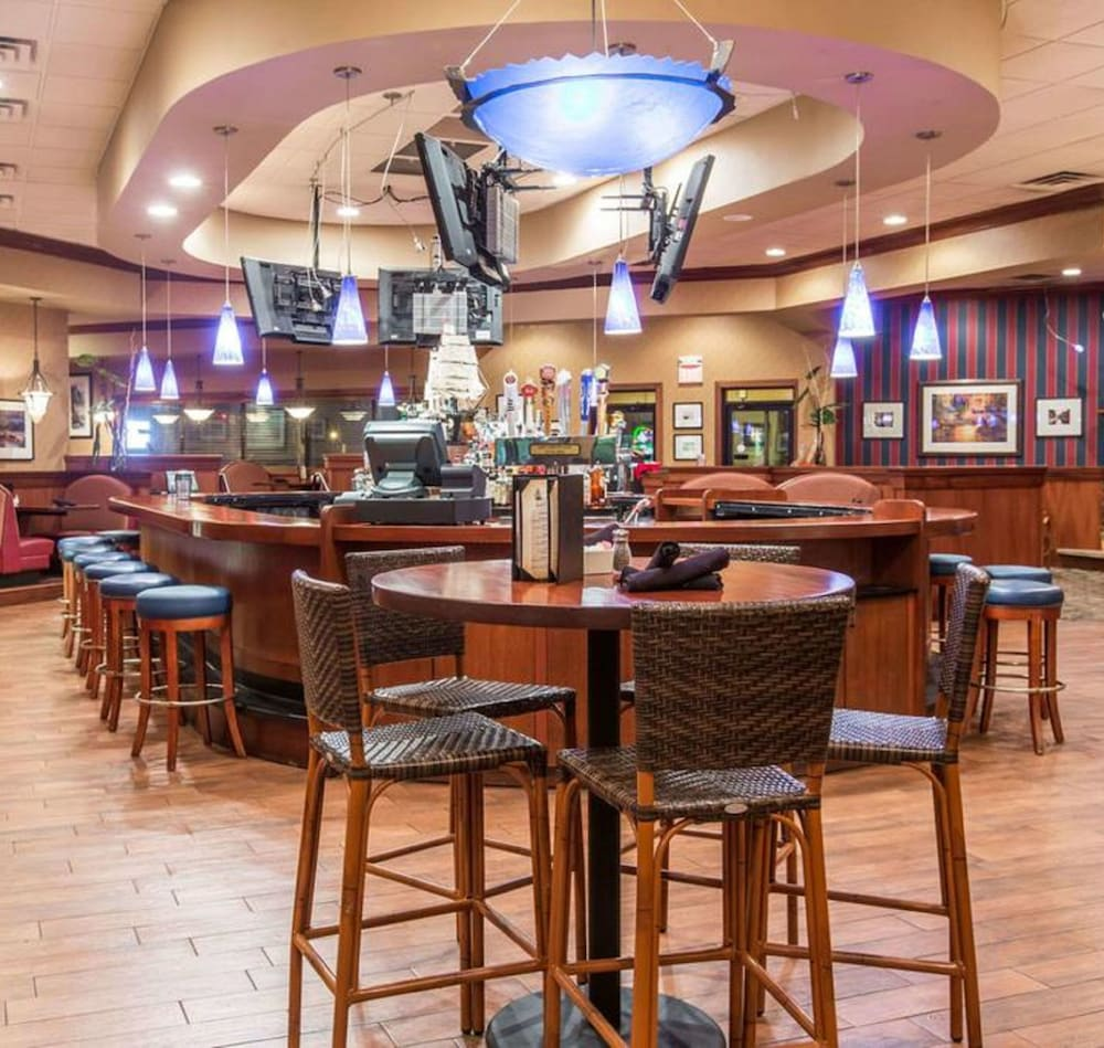 Poolside Bar, Ramada by Wyndham Sioux Falls Airport-Waterpark & Event Ctr