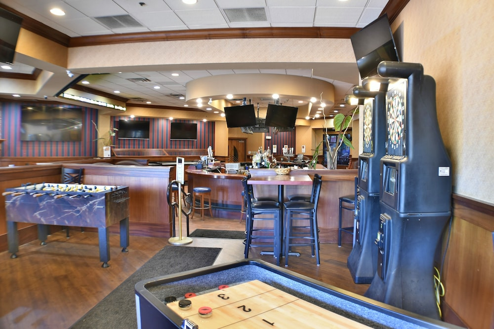 Game Room, Ramada by Wyndham Sioux Falls Airport-Waterpark & Event Ctr