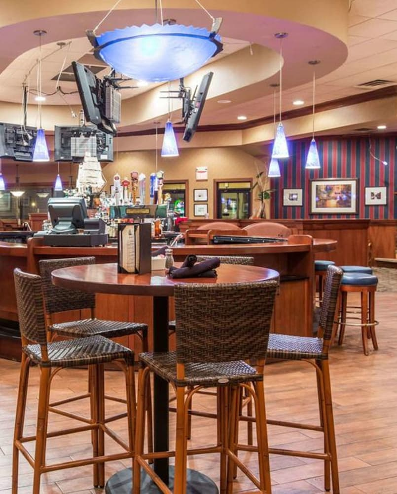 Breakfast Area, Ramada by Wyndham Sioux Falls Airport-Waterpark & Event Ctr