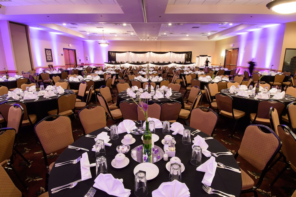 Banquet Hall, Ramada by Wyndham Sioux Falls Airport-Waterpark & Event Ctr