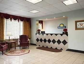 Lobby, Days Inn by Wyndham Oil City Conference Center