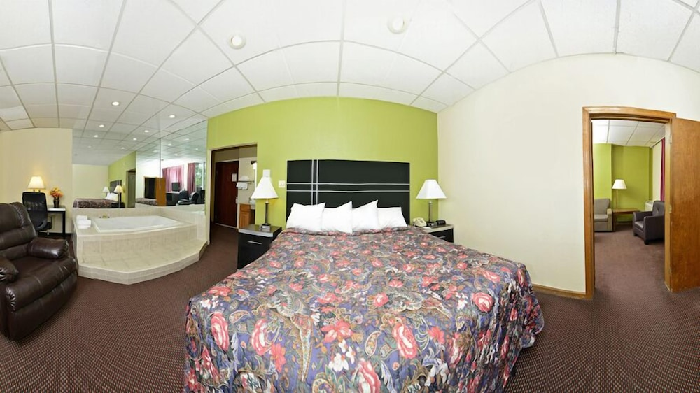 Room, Days Inn by Wyndham Oil City Conference Center