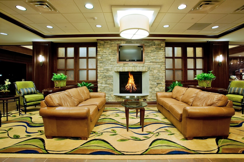 Lobby, Holiday Inn Express Hotel & Suites Wilmington-Newark