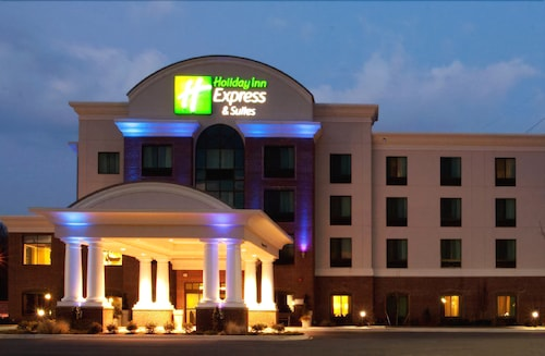 Front of Property - Evening/Night, Holiday Inn Express Hotel & Suites Wilmington-Newark