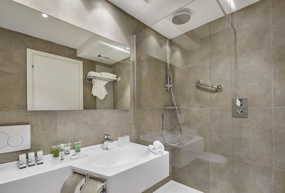 Bathroom, Crowne Plaza Rome-St. Peter's Hotel & Spa