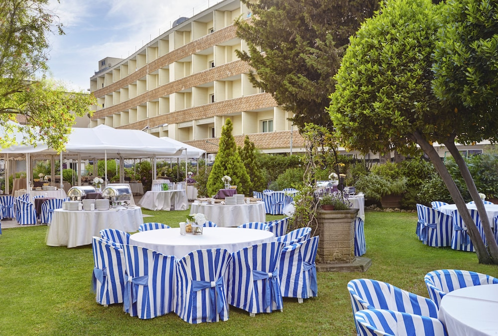 Outdoor Dining, Crowne Plaza Rome-St. Peter's Hotel & Spa