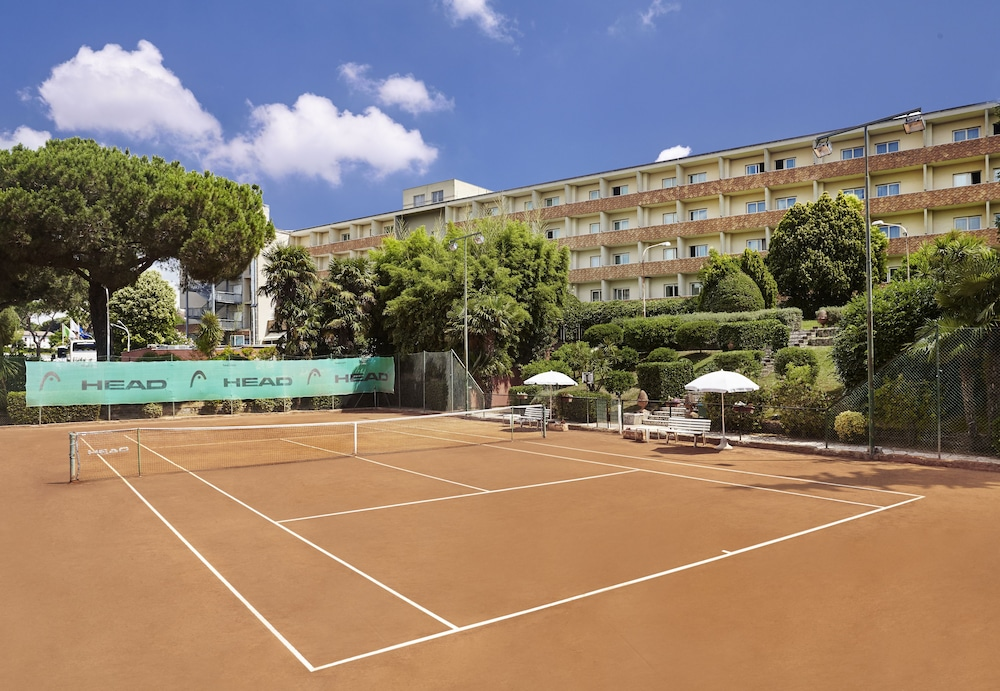 Tennis Court, Crowne Plaza Rome-St. Peter's Hotel & Spa