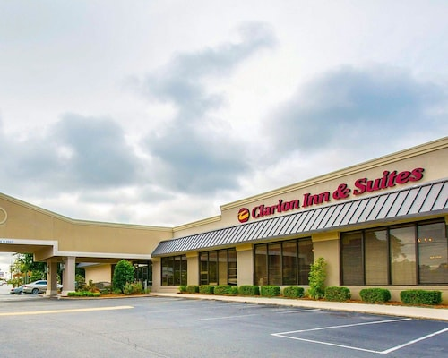 Great Place to stay Clarion Inn & Suites Dothan South near Dothan
