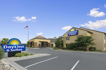 Days Inn and Suites Omaha NE