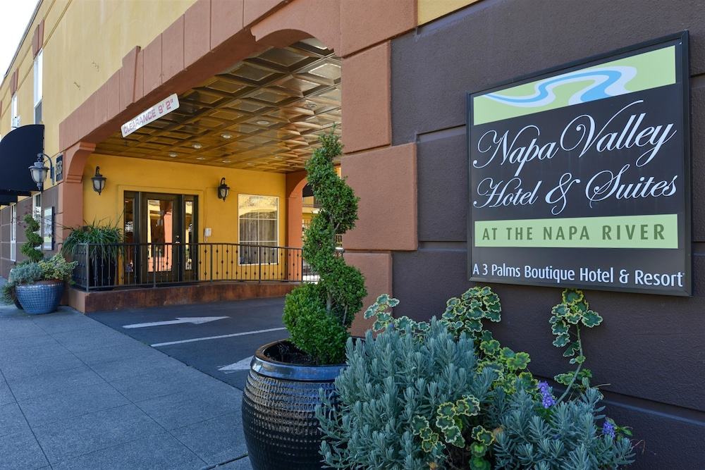 Exterior detail, Napa Valley Hotel & Suites