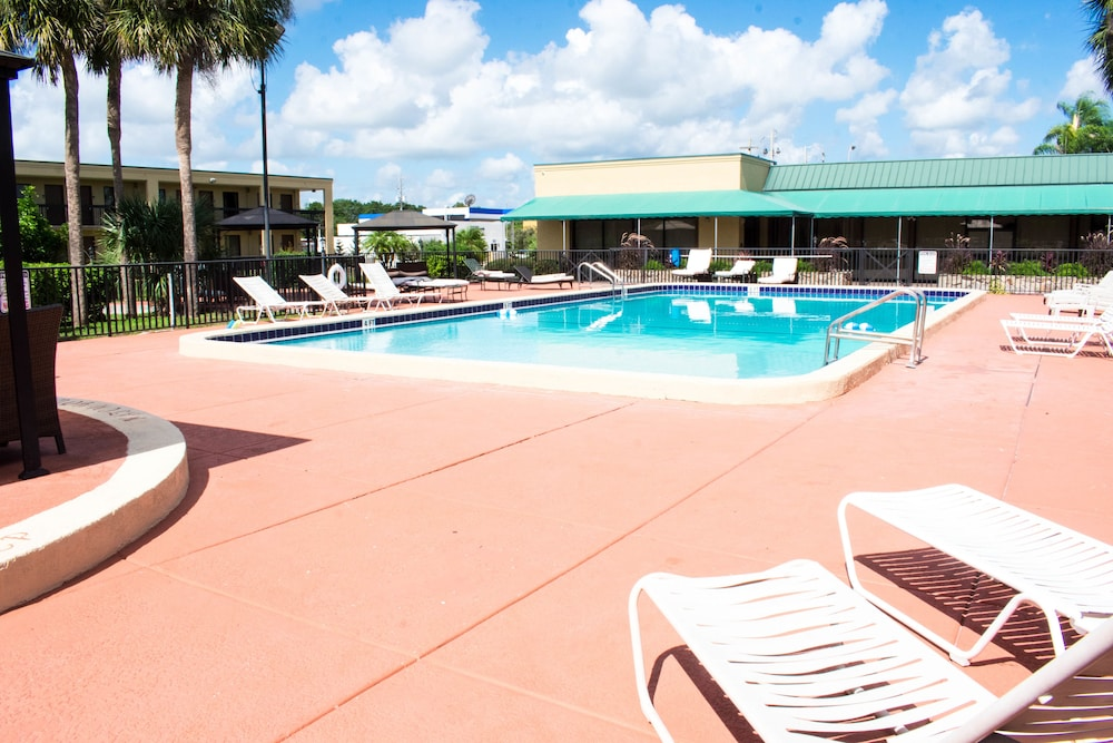 Winter Haven Gardens Inn And Banquet Center 2018 Room Prices 69 Deals Reviews Expedia