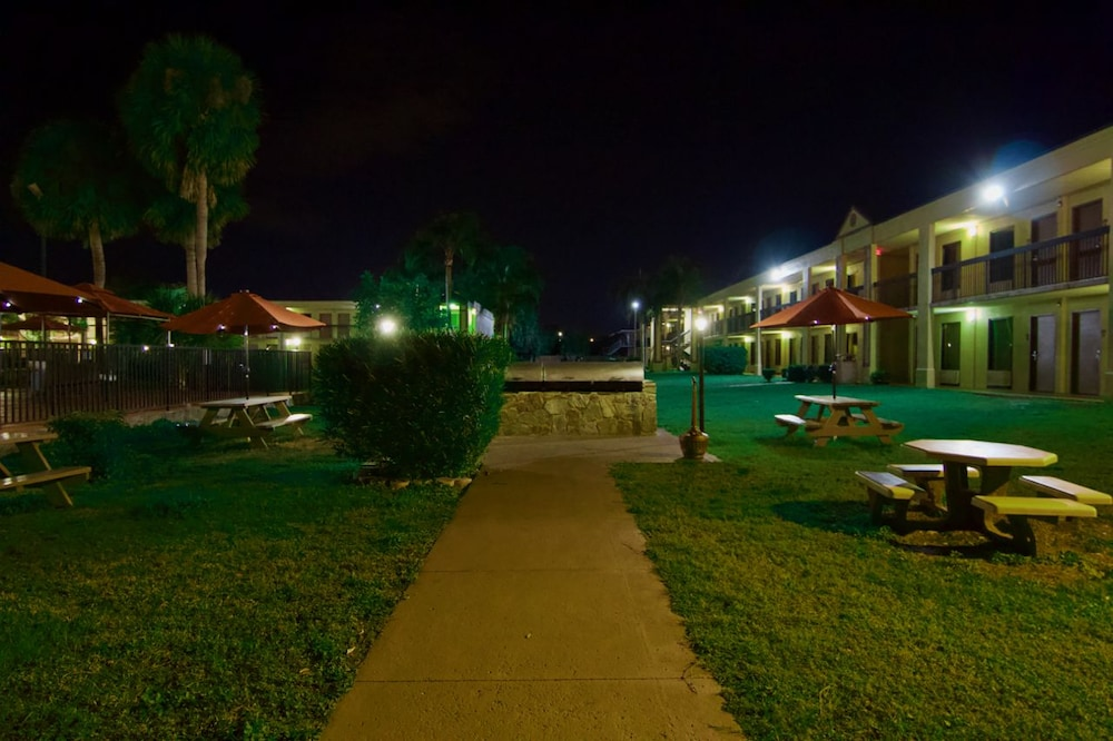Winter Haven Gardens Inn And Banquet Center In Lakeland Winter