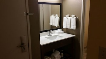 Clarion Inn & Suites Savannah Midtown