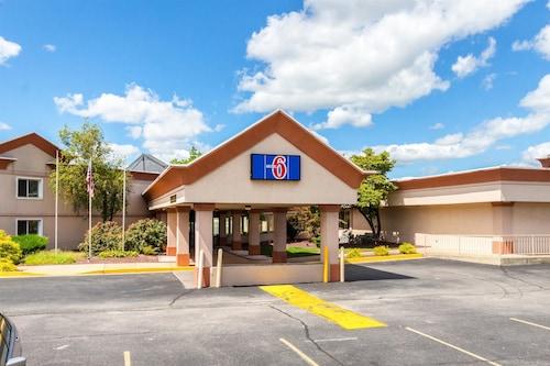Great Place to stay Motel 6 Chambersburg, PA near Chambersburg
