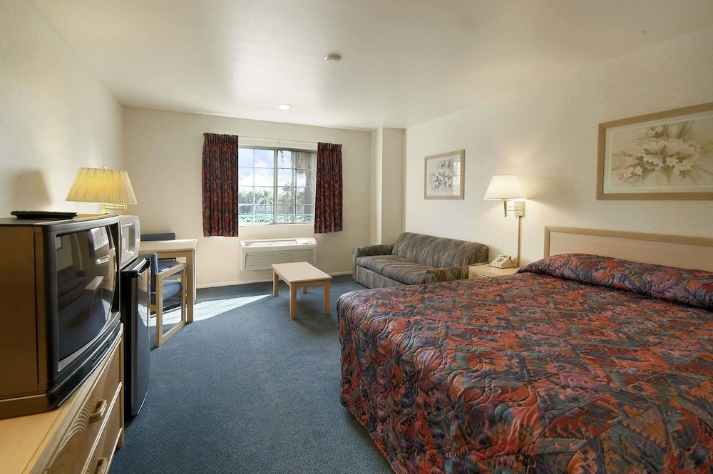 Room, Days Inn by Wyndham Riverside Tyler Mall