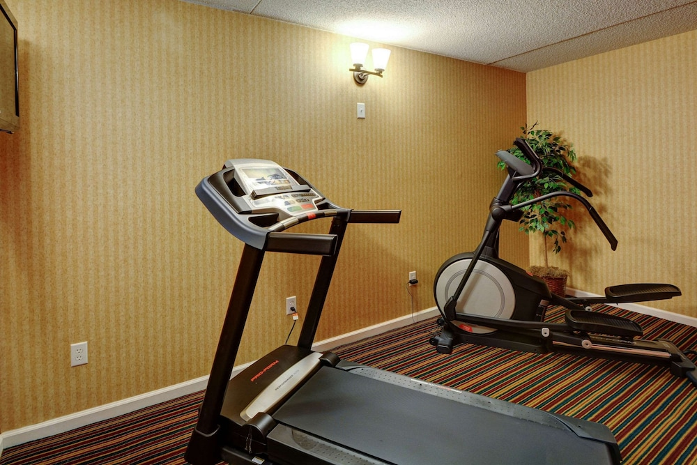 Fitness Facility, Rodeway Inn Springhills Lake George