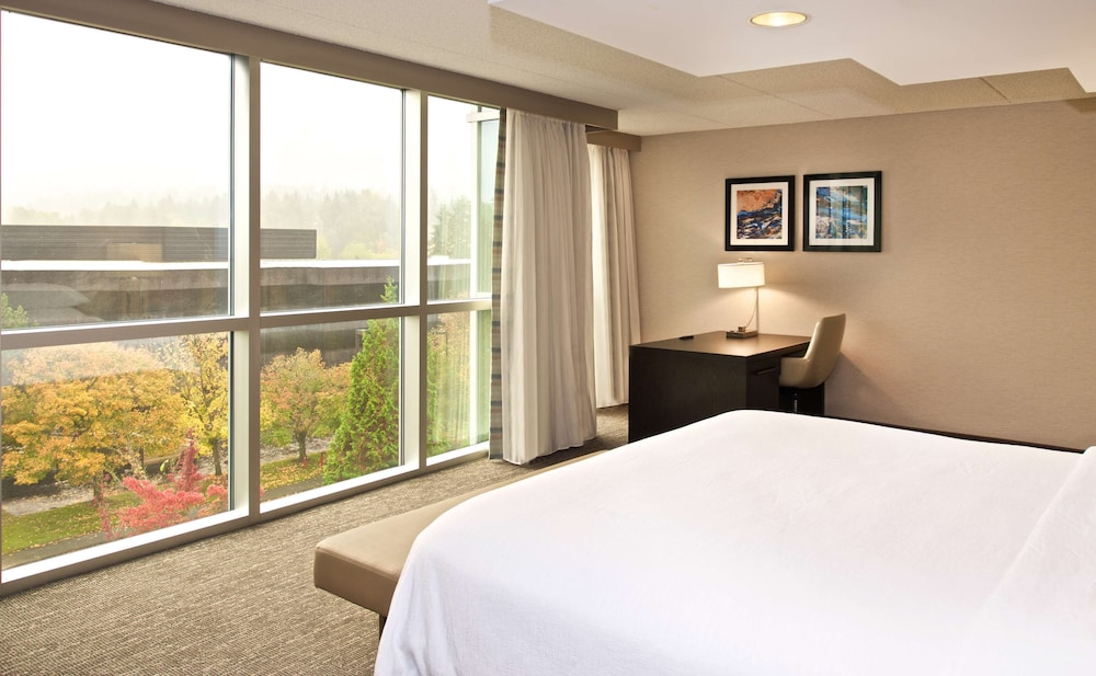 Room, Embassy Suites by Hilton Seattle Bellevue