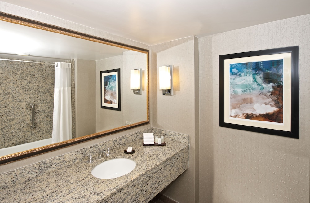 Bathroom, Embassy Suites by Hilton Seattle Bellevue
