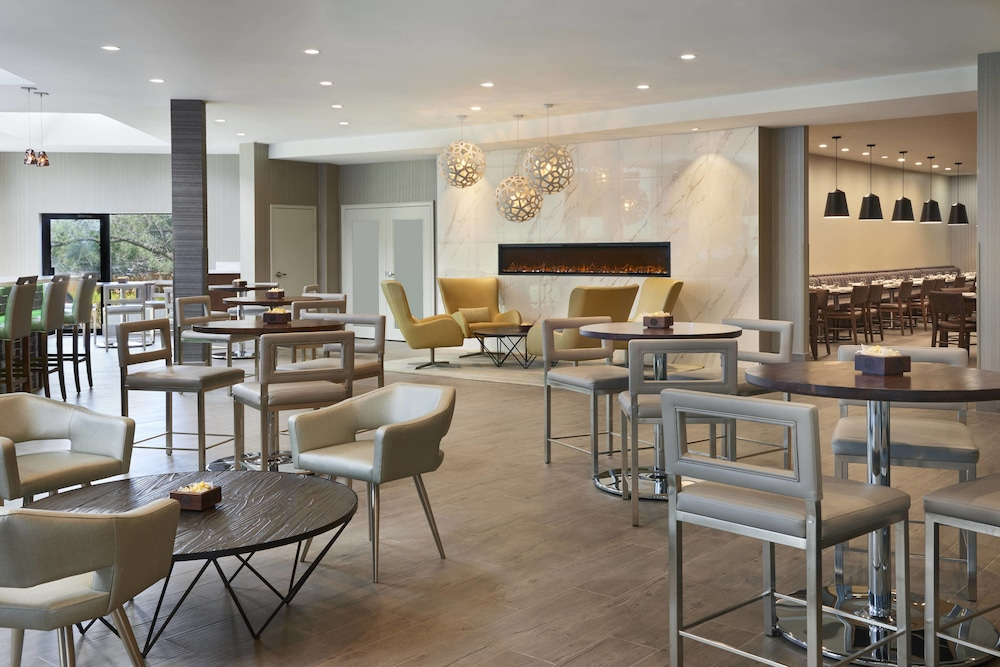 Restaurant, Four Points by Sheraton Toronto Airport