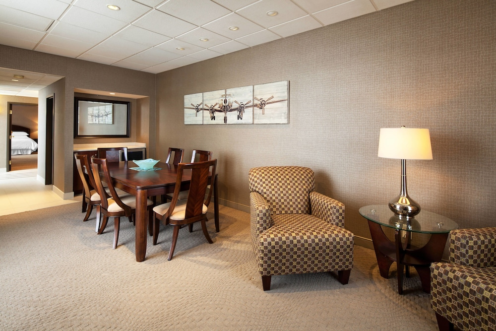Living Area, Sheraton Cleveland Airport Hotel