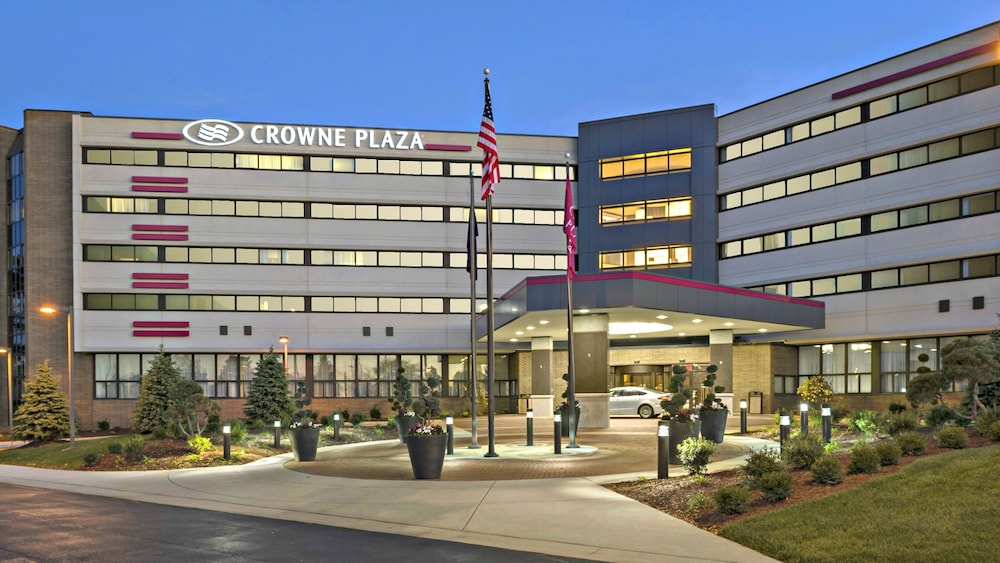 Featured Image, Crowne Plaza Lansing West