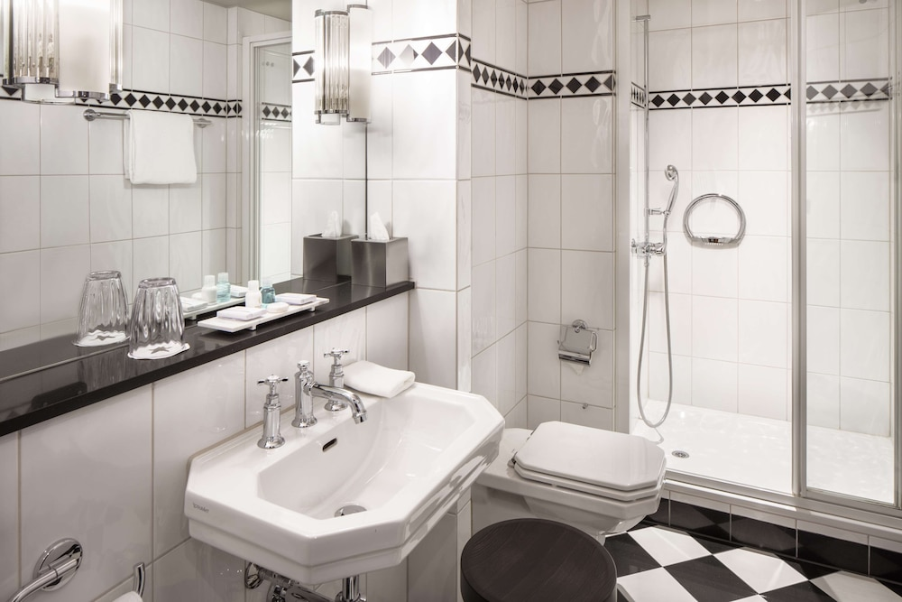 Bathroom, Hotel Victoria