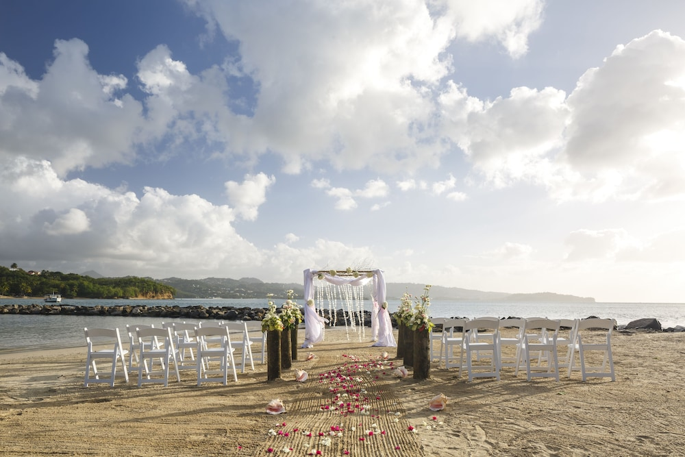 Outdoor Wedding Area, Windjammer Landing Villa Beach Resort