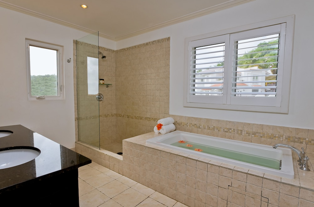 Bathroom, Windjammer Landing Villa Beach Resort