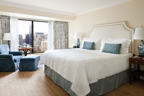 Check Expedia for Availability of Four Seasons Hotel Vancouver