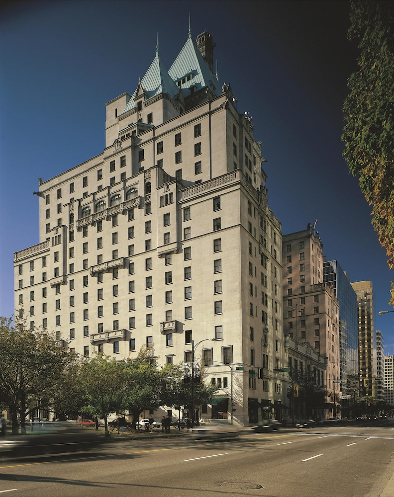The Fairmont Hotel Macdonald offers a number of Edmonton Hotel Packages and special offers for your vacation in Edmonton, Alberta. Choose from our bed & breakfast package, winter specials, romantic getaway, or Edmonton family vacation package.