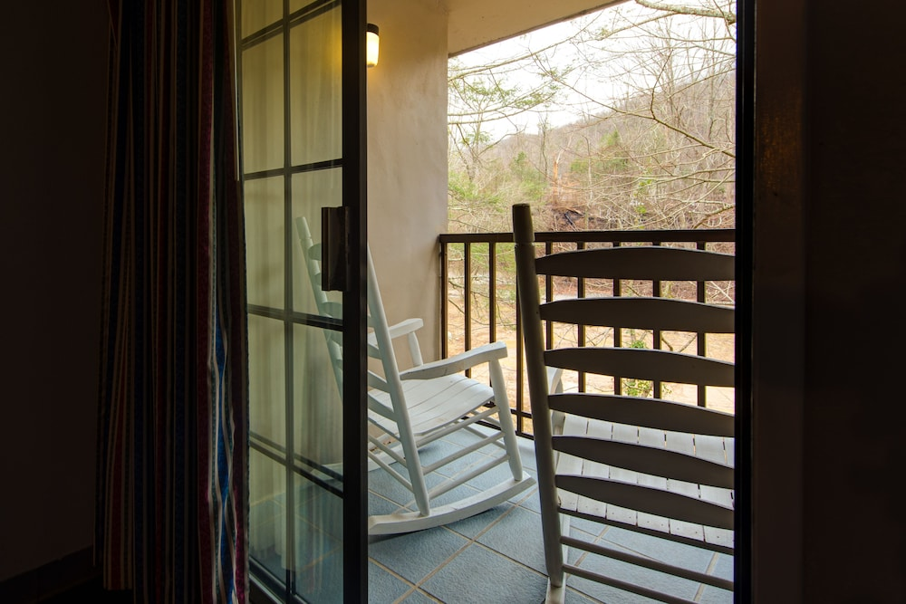 Balcony, Sidney James Mountain Lodge