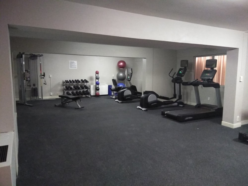 Fitness Facility, Milwaukee Airport Hotel
