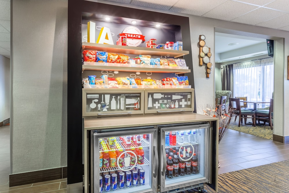 Snack Bar, Hampton Inn Eau Claire