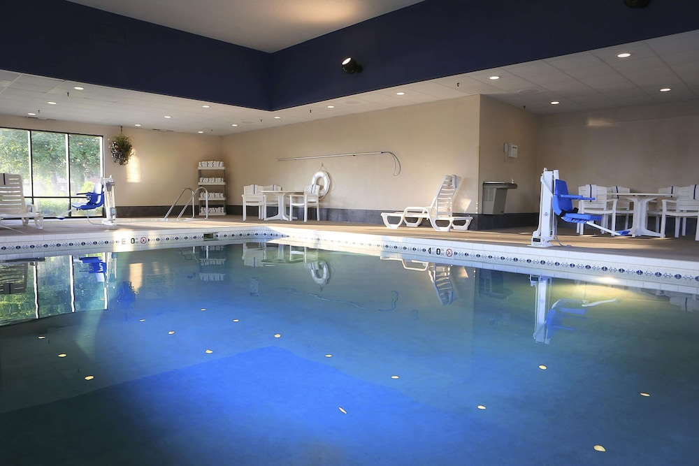 Pool, Hampton Inn Eau Claire